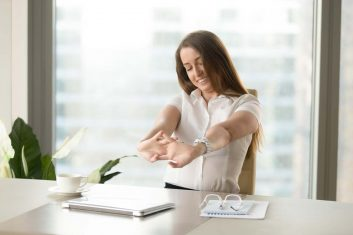 descubra-como-melhorar-a-postura-durante-trabalho-dr-otavio-melo-ortopedista-img-site-02